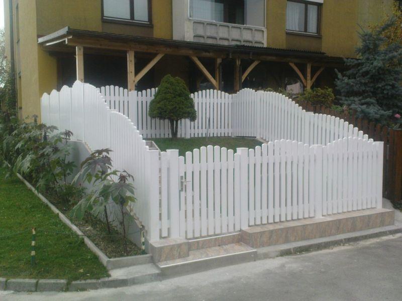PVC vrtne ograje v beli barvi